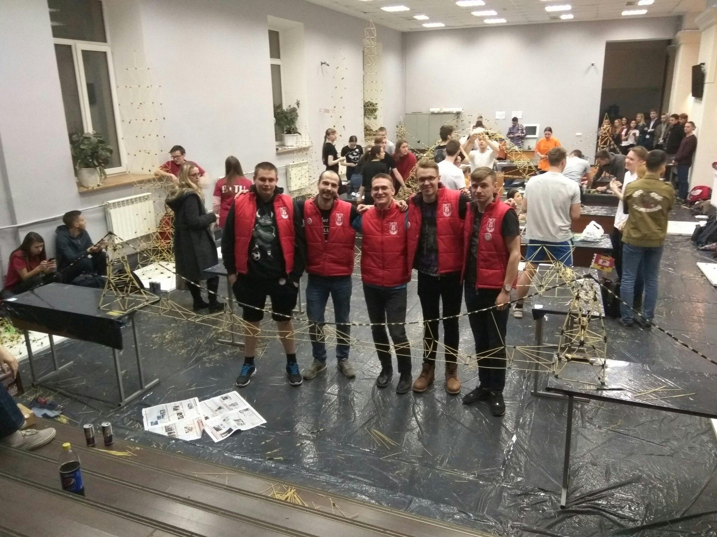 Магнитогорцы стали лучшими вмеждународном конкурсе возведения  измакарон